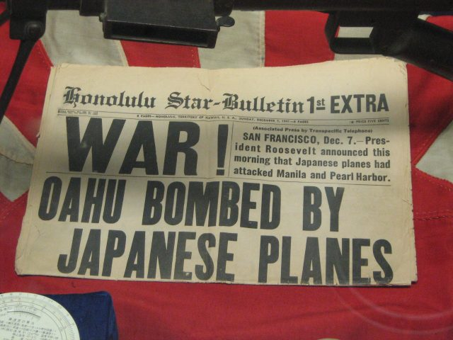 "Esempio contenuto ""above the fold"": Honolulu Star Bulletin December 7th 1941"